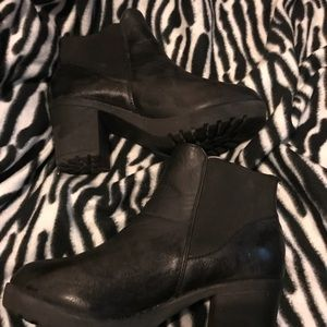 Shoes - Chunky Chelsea boots
